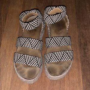 Black and white Kimmie platform sandals